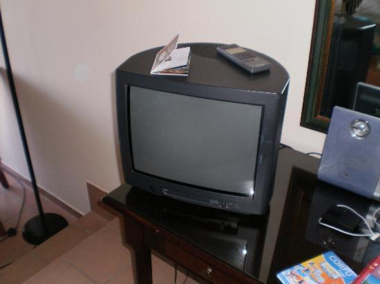 Kommeno Bay, Grækenland: Ancient TV in a 5 star hotel!