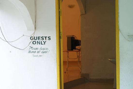 Shirin Homestay: entrance to aircon rooms