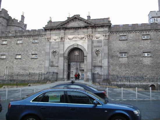 Kilkenny, Irland: The entrance of the castle