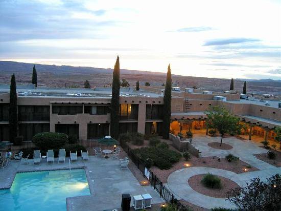 Courtyard Page At Lake Powell Marriot Pool Dusk