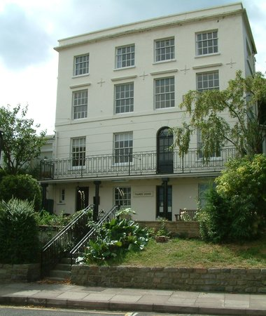 Gravesend, UK: Thames House