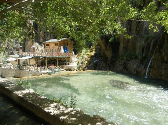 Tiryandafil Hotel: the waterfall nearby