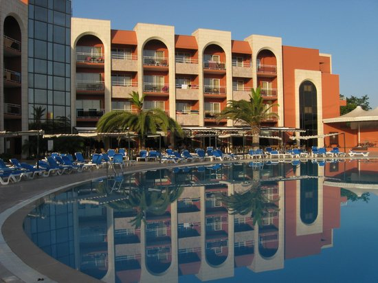 Falesia Hotel: Peaceful in evening sun