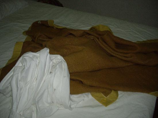 Paisiri Hotel: Laken und Wolldecke als Zudecke