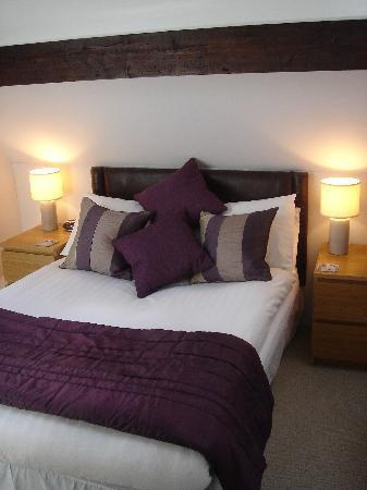 Acorn Lodge Harrogate : Room 6 Attic Double with Jacuzzi Bath en-suite