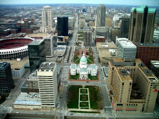 Saint Louis, MO: Blick vom Arch in die Stadt