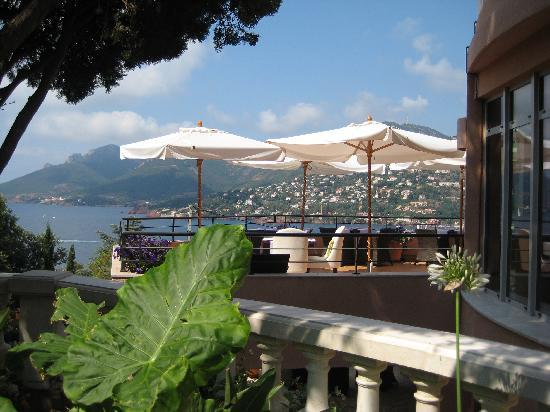 Restaurant L'Or Bleu : You can see the outdoor tables and the view