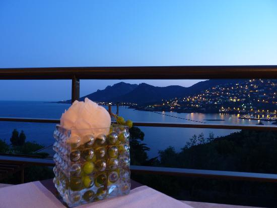 Restaurant L'Or Bleu : The view at sunset from our table