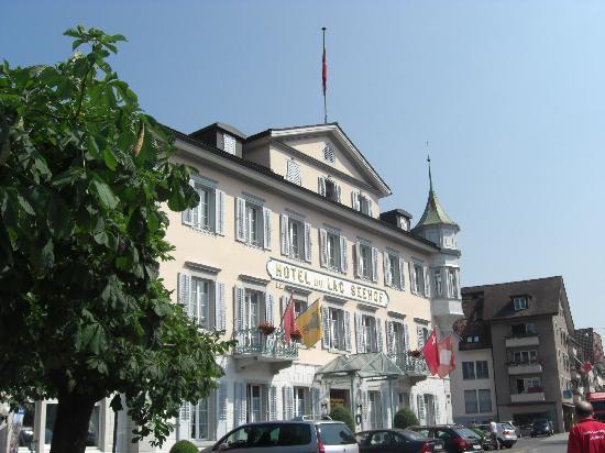 Hotel du Lac Seehof: ホテル正面