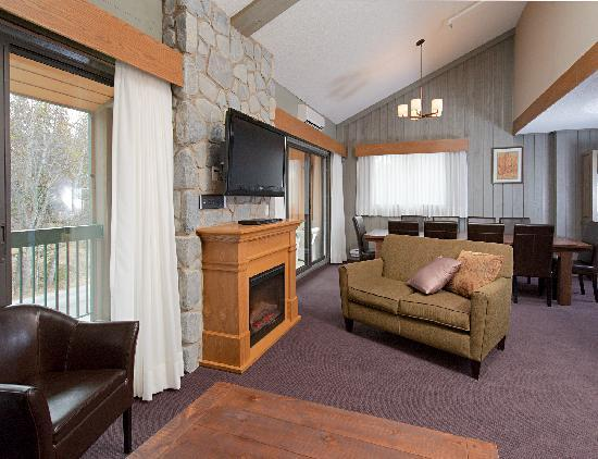 Douglas Fir Resort & Chalets: New!  3 Bedroom 4 Bathroom Family Suite