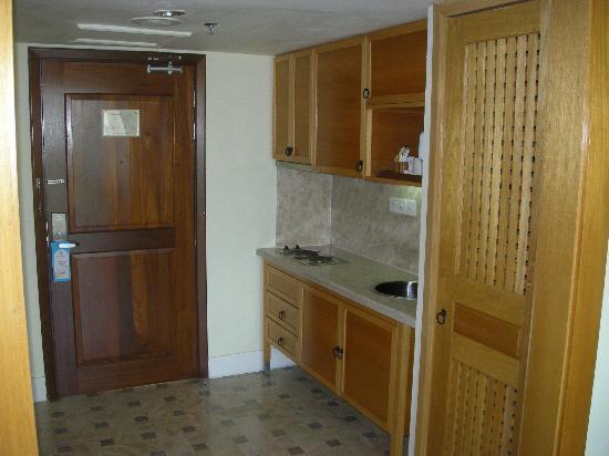 Langkawi Lagoon Resort: Mini Kitchen / Pantry Area in Hotel Room