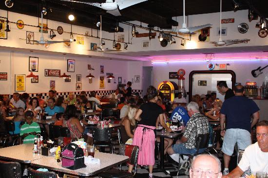 Doo Wop Diner: Inside