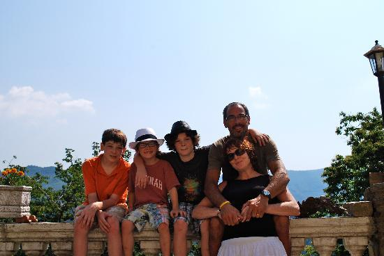Lanciole, Italien: Our family with the vista behind us.