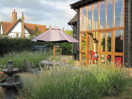 Oak Farm Barn: Garden/patio area