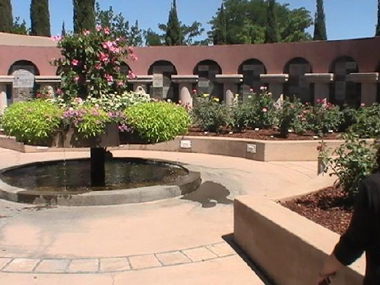 Albuquerque Biological Park: Beautiful Spanish Gardens