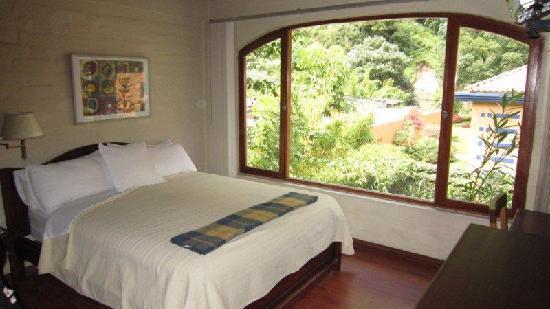 Volcano Hotel: Habitación vista al jardin