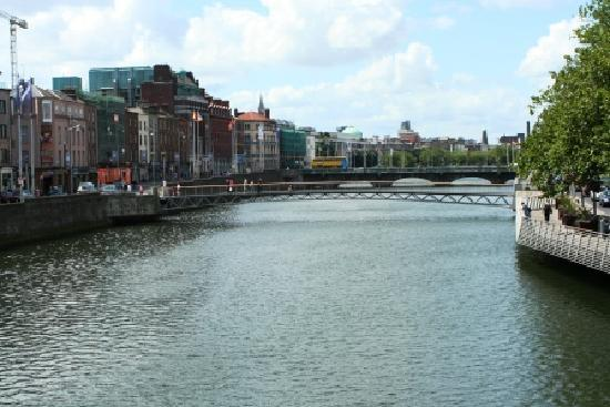 Willow House Bed and Breakfast: the beautiful River Liffey!