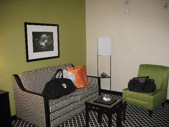 Fairfield Inn Charlotte Mooresville/Lake Norman: Sitting area in our room