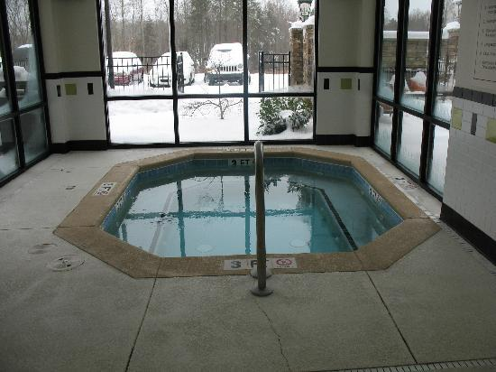 Fairfield Inn Charlotte Mooresville/Lake Norman: Hot Tub