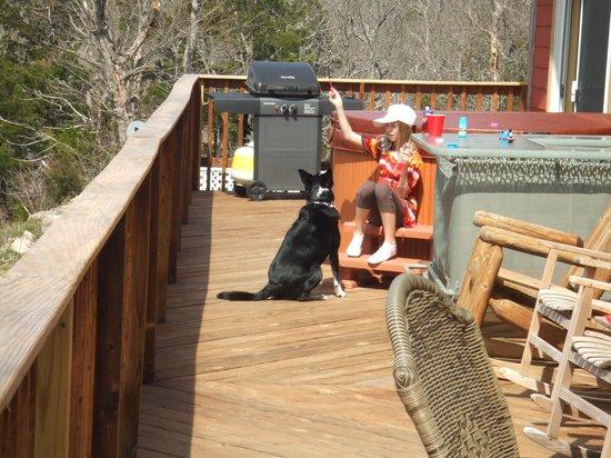 Can-U-Canoe Riverview Cabins: huge deck