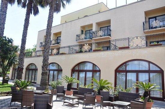 Tui Sensimar Grand Hotel Nastro Azzurro: Fachada do hotel