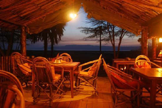 Kisima Ngeda Tented Camp: Dinning room at night