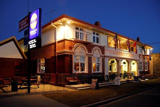 Ranfurly Hotel: Historic Ranfurly Lion Hotel Built 1934