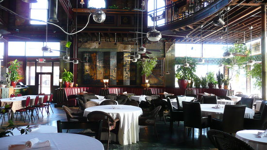 Loring Bar & Restaurant: more lower dining area