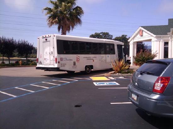 Hilton Garden Inn San Francisco Airport / Burlingame: Shuttle Bus