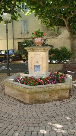 Caderousse, ฝรั่งเศส: La Fontaine