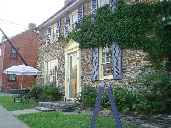 The Ledge House Bed and Breakfast: Canal House Restaurant