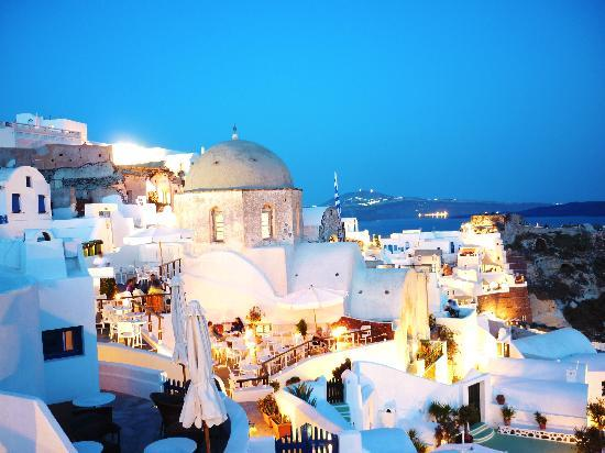 Golden Sunset Villas: Oia from top level of windmill