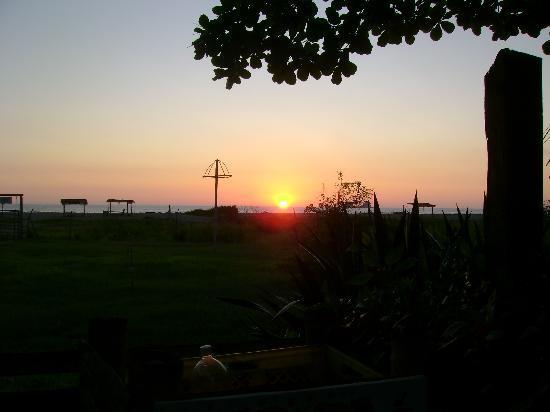 La Buena Vida Hotel- Ayampe: Sunsets like no other