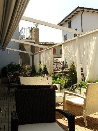 Luna Hotel Sirmione : Terrace overlooking Lake Garda