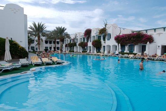 Falcon Hills Hotel: S. Pool