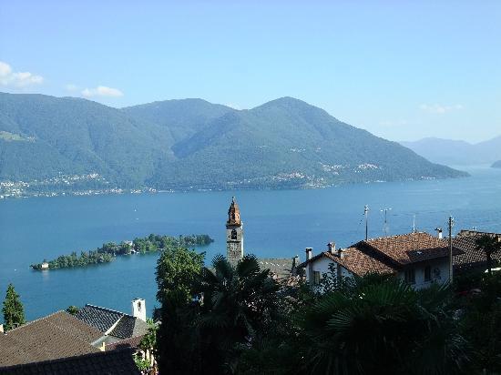 Castello del Sole Beach Resort & SPA : Typische Sicht am Lago Maggiore (bei Ronco)