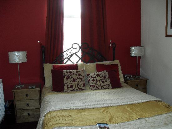 Gregory's Guest House: The lovely comfortable bed