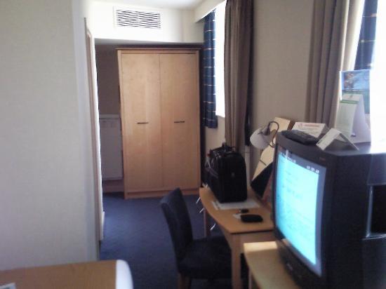 Holiday Inn Luton-South: tv
