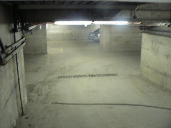 Dartmouth Oceanview Hotel: entry into that 'creepy' parking garage.  If you're claustophobic...park outside