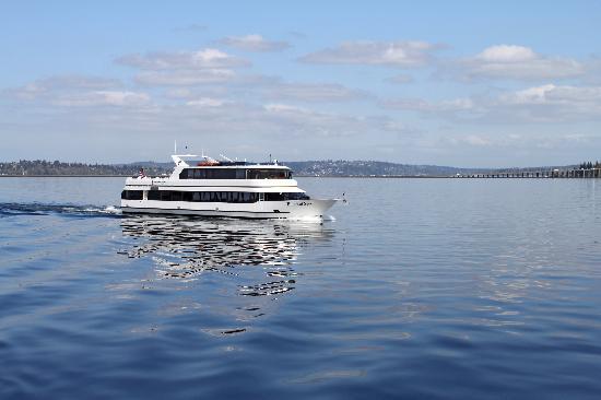 Waterways Cruises : The Emerald Star on Lake Washington