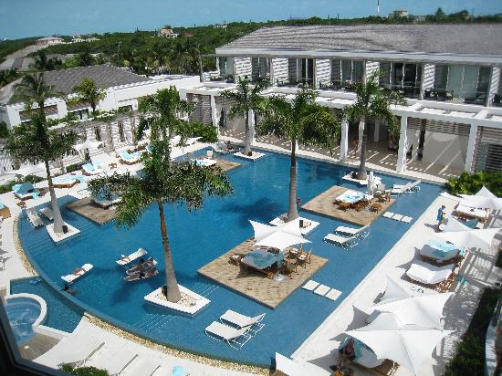 Gansevoort Turks + Caicos: Pool view from the room