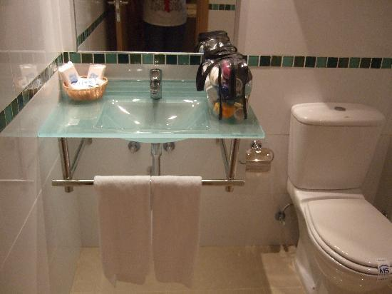 MS Alay Apartments: modern sink