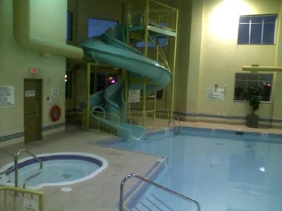 The Glenmore Inn & Convention Centre: POOL