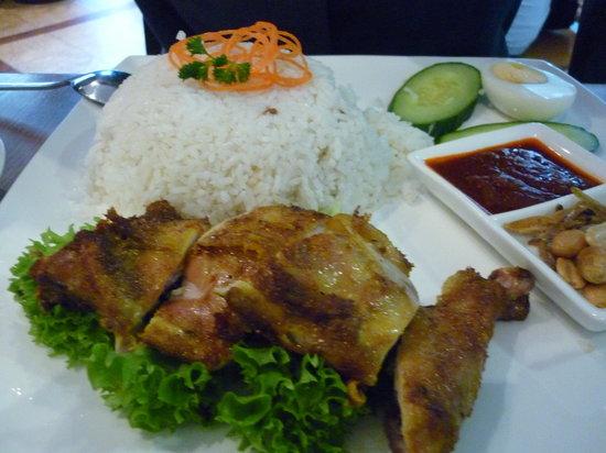 Madam Kay's Platz Cafe: Nasi lemak with chicken