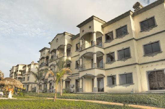 Palmas de Tamarindo: Building