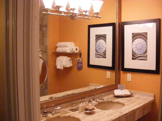 Kimpton Morrison House: Elegant Bathroom