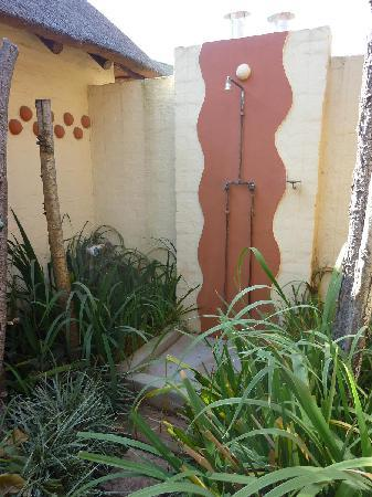 African Silhouette Guesthouse: Private outdoor shower!