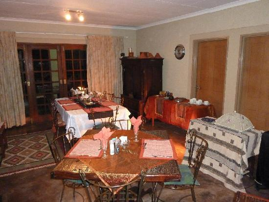 African Silhouette Guesthouse: Dining area