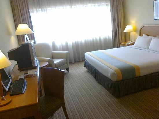 Grand Seasons Hotel: The Season Crest Suite Room