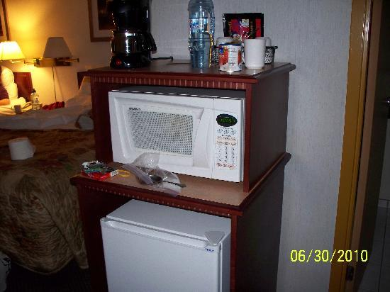 Best Western High Road Inn : Microwave,and fridge